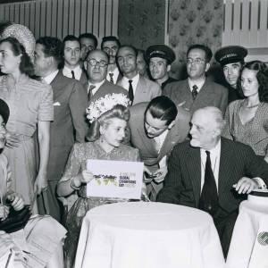 1947-mrs-eva-perc3b3n-argentinas-first-lady-visits-fiera-di-milano_o