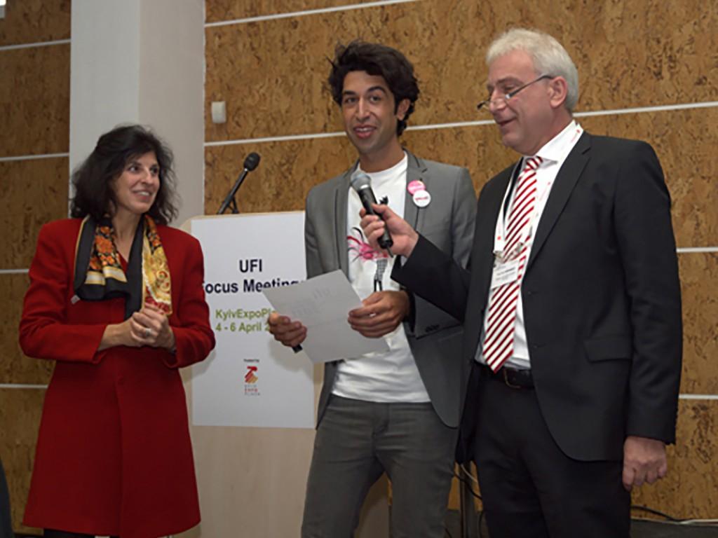 Left to right: María Martínez (IFEMA), Pelayo Santos (IFEMA), Werner Krabec (Chair of UFI's ICT Committee/Messe Düsseldorf GmbH).