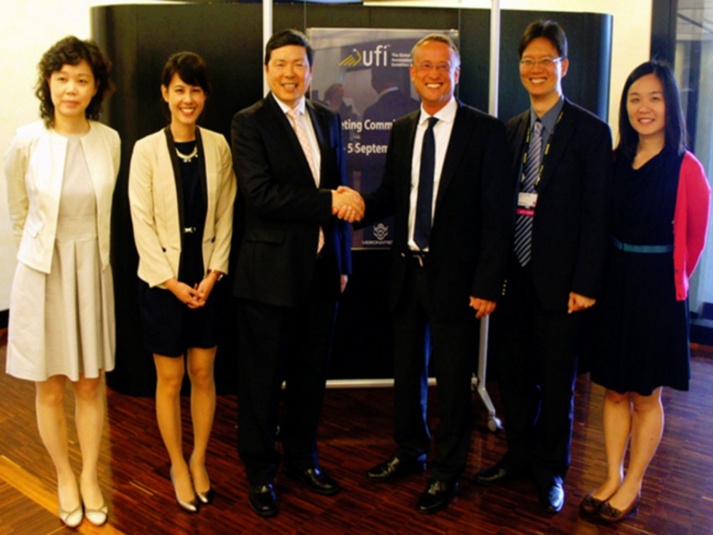 eft to right:Ms Emilia Shih, Director, Taiwan Trade Center Milano; Ms Lisa Hsieh, Project Manager, Exhibition Department, TAITRA; Mr. Walter Yeh, Executive Vice President, TAITRA; Dr. Christian Glasmacher, Chair of the UFI Marketing Committee and Senior Vice President, Koelnmesse; Mr. Thomas Huang, Manager, Exhibition Department, TAITRA; and Ms Judy Tseng, Project Manager, Exhibition Department, TAITRA.
